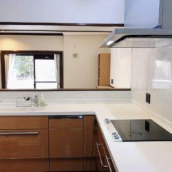 L字型の対面式キッチン。IHコンロは電磁波大幅カットのドイツ製コンロですキッチン