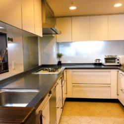 約4.7帖の大型キッチンキッチン